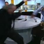 Baku hantam di acara talkshow televisi. (Istimewa)