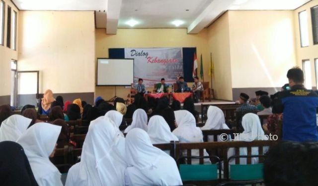 Seratusan peserta mengikuti Dialog Kebangsaan untuk menangkal gerakan radikalisme yang diselenggarakan PMII Komisariat IAIN Ponorogo, Senin (31/7/2017). (AbdulJalil/JIBI/Madiunpos.com)