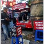 Kacamata tembus pandang dijual seorang pedagang di depan Samsat Kota Salatiga, Jl. Brigjen Sudiarto, Mangunsari, Sidomukti, Kota Salatiga, Jateng. (Facebook.com-Arya Kamandanu)