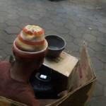 Pengemis tepergok sedang memandangi ponsel saat mengemis di Jl. Jenderal Sudirman, Sidomukti, Kalicacing, Kota Salatiga, Jateng. (Facebook.com-Jhonathan S Prasetiyo)