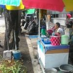 PKL Jl. Monginsidi Solo Berharap Bantuan Gerobak Segera Tiba