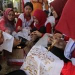 FOTO SISWA MENGENAL NUSANTARA 2017 : Pelajar Jateng Belajar Bikin Batik Basurek