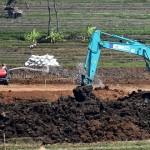 FOTO TOL SALATIGA-KARTASURA : Di Susukan, Trans Jawa Bersihkan Lahan