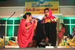 Maestro keroncong, Waljinah (kanan), bersama penyanyi orkes keroncong (OK) Ranisinar dari Bandung, Syely Tri Puja Lestari, menyanyikan lagu yang bertajuk Bajing Luncat, saat Solo Keroncong Festival (SKF) 2017 di Benteng Vastenburg, Solo, Sabtu (22/7/2017). (M. Ferri Setiawan/JIBI/Solopos)