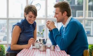 Foto ilustrasi: Sebelum terjebak dalam hubungan tanpa masa depan, sebaiknya wanita mengenali gelagatnya. (singlesdating review.com)
