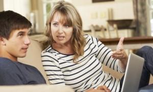 Foto ilustrasi: Untuk mencegah anak dari hal negatif, orang tua harus menjalin komunikasi yang baik dengan anak. (sharpbrain.com)