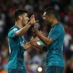 Marco Asensio merayakan gol dengan Casemiro. (JIBI/REUTERS/Sergio Perez)