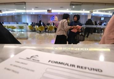 Warga menunggu mengurus refund terkait permasalahan umrah promo di Kantor First Travel, Jakarta Selatan, Rabu (26/7/2017). (JIBI/Solopos/Antara/Sigid Kurniawan)