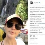 Pose di Air Terjun, Gal Gadot Piknik ke Indonesia?