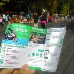 Leaflet layanan Grab Bike tersebar di arena car free day (CFD) Jl. Slamet Riyadi, Minggu (20/8) pagi. Grab Bike mulai melayani penumpang di Solo.  (Irawan Sapto Adhi/JIBI/Solopos)