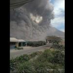 "Foto-Foto ""Kegelapan"" Awan Panas Gunung Sinabung"