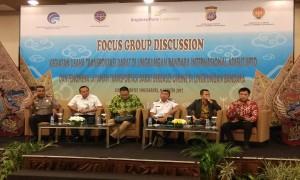Para pembicara dalam Focus Group Discussion (FGD) bertema Kegiatan Usaha Transportasi Darat di Lingkungan Bandara Internasional Adisutjipto dan Fenomena Layanan Transportasi Berbasis Online di Lingkungan Bandara yang digelar di Eastparc Hotel Yogyakarta, Rabu (9/8/2017). (Holy Kartika N.S/JIBI/Harian Jogja)