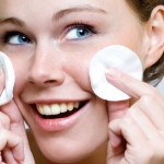 TIPS KECANTIKAN : Ini Cara Benar Bersihkan Makeup sebelum Tidur