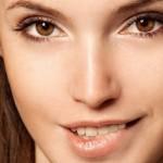TIPS CINTA : Menggigit Bibir Bikin Wanita Terlihat Seksi, Kenapa?