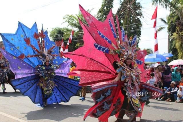 Karnaval peringatan HUT RI di Karanganyar, Minggu (20/8/2017). (Sri Sumi H/JIBI/Solopos)