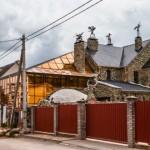 Penuh Hiasan Tengkorak Manusia, Bangunan Ini Dijuluki Rumah Terseram