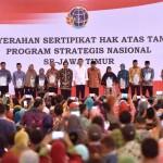 Presiden Jokowi Serahkan 2.850 Sertifikat Tanah di Jember