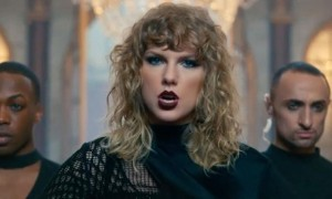 Taylor Swift di video klip Look What You Made Me Do (Youtube)