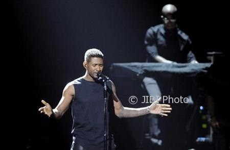 Usher performs at the 2012 BET Awards in Los Angeles, July 1, 2012. REUTERS/Phil McCarten