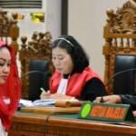 FOTO KORUPSI KLATEN : Bupati Sri Hartini Dengarkan 21 Saksi