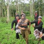 TRADISI GUNUNGKIDUL : Upacara Cing-Cing Goling, Tanaman Petani Diinjak, Namun Disyukuri