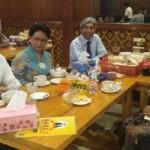 GUBERNUR JATENG : Makan Bareng Menteri Susi, Gubernur Ganjar Diingatkan Makan Ikan