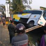 KECELAKAAN BANTUL : Hindari Motor, Bus Nyemplung Parit di Jalan Wonosari
