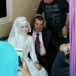 Pria asal Australa (kanan) menikahi wanita warga Dusun Ketuk, Desa Proyonangan Tengah, Kecamatan Batang, Kecamatan Batang, Kabupaten Batang, Jawa Tengah (Jateng) (kiri), Jumat (11/8/2017). (Facebook.com-Aris Yusuf)