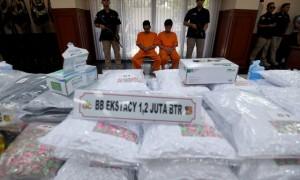 Jutaaan pil ekstasi dan para tersangka dihadirkan dalam rilis kasus narkotik jaringan internasional di Mabes Polri, Jakarta, Selasa (1/8/2017). . (JIBI/Solopos/Antara/Sigid Kurniawan)