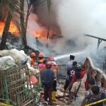 KEBAKARAN KULONPROGO : Kerumunan Warga Mempersulit Proses Pemadaman Api di Lokasi Rosok
