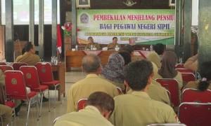 Sejumlah Aparatur Sipil Negara (ASN) mengikuti pembekalan jelang masa pensiun di Bangsal Sewoko Projo, Kecamatan Wonosari. Senin (28/8/2017). (JIBI/Irwan A. Syambudi)