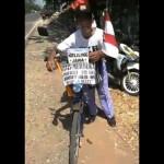 Bambang Edi Sutopo saat melintas di kawasan Kabupaten Kudus, Jateng, Kamis (17/8/2017). (Facebook.com-Kharis Yuda)