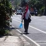 KISAH UNIK : Lintasi Salatiga, Pria Pejalan Kaki Sukoharjo-Jakarta Picu Pro Kontra