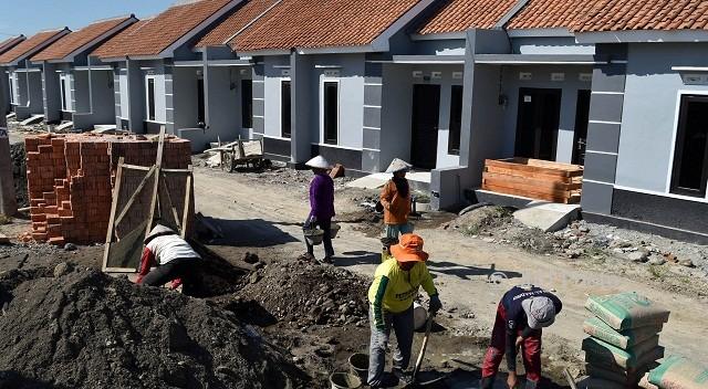 Buruh membangun rumah bersubsidi di Kaliwungu, Kabupaten Kendal, Jateng, Selasa (1/8/2017). (JIBI/Solopos/Antara/Aditya Pradana Putra)