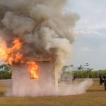 Petugas Linmas dan Satpol PP Kota Madiun Berlatih Padamkan Api
