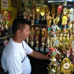 HUT RI : Pedagang Trofi di Solo Kebanjiran Order untuk Hadiah Tujuhbelasan