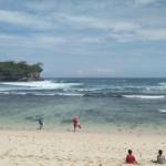 HELLO PACITAN 2017 : 48 Peselancar dari 13 Negara Beraksi Taklukkan Ombak Pantai Watukarung