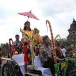WISATA KLATEN : Indahnya Arak-Arakan Festival Candi Kembar Berlatar Candi Plaosan