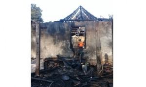 Kondisi rumah warga Mojogedang, Karanganyar, yang terbakar, Rabu (6/9/2017). (Istimewa/Satpol PP Karanganyar)