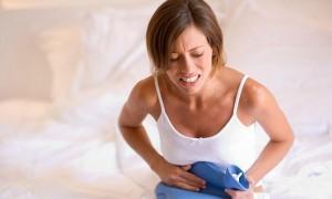 Foto ilustrasi: Salah satu cara mudah menghilangkan nyeri haid adalah mengompres dengan air hangat. (Youtube.com)