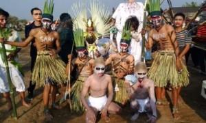 Warga sekitar Bandara Adi Soemarmo mengikuti kegiatan budaya di lapangan perbatasan Desa Dibal dan Gagak Sipat, Ngemplak, Boyolali, Rabu (20/9/2017). (Aries Susanto/JIBI/Solopos)