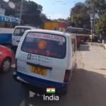 VIDEO UNIK : Begini Respons Pengendara Saat Ambulans Lewat, Kamu yang Mana?