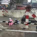 Baru Hujan 1 Jam, Beberapa Kawasan Solo Muncul Genangan, Mesin Molen Ikut Hanyut