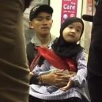 VIDEO UNIK : Berselawat di Kereta, Bocah Ini Bikin Terenyuh