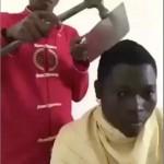 VIDEO UNIK : Gereget! Tukang Cukur Ini Pakai Palu dan Pisau