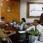 HARI PELANGGAN NASIONAL : Goyang Maumere Sambut Nasabah Bank Jateng