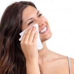 TIPS CANTIK : Hindari! Hapus Makeup Pakai Tisu Basah Berbahaya