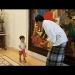 Vlog Presiden Jokowi, Temani Jan Ethes Mandi Sampai Main Pedang