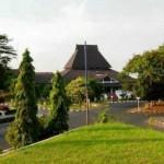 KAMPUS DI SEMARANG : Undip Anugerahi Presdir Charoen Pokphand Doktor HC