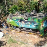 Bus pengangkut peziarah asal Kabupaten Grobogan kecelakaan hingga terbalik di Dawe, Kabupaten Kudus, Jateng, Senin (4/9/2017). (Facebook.com-Anisa Malika Salsabila)